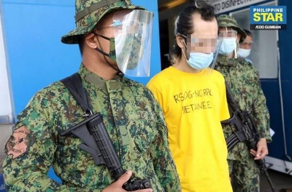 지난 10월 28일 필리핀 북구 라구나주에 위치한 한 빌라 내에서 박왕열(42)이 현지 경찰에 의해 체포됐다. 그는 지난 2016년 필리핀 사탕수수밭 살인사건의 주범으로 필리핀 현지에서 두 번의 탈옥에 성공했고, 도주 중 '전세계'라는 이름으로 마약을 유통하기도 했다.사진/필리핀 GMA뉴스 화면 갈무리